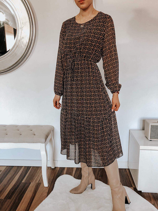 Właściwa długość rękawa Lady and the dress